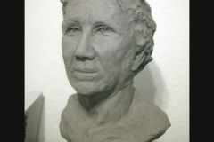 Woman_bust_quarter_view